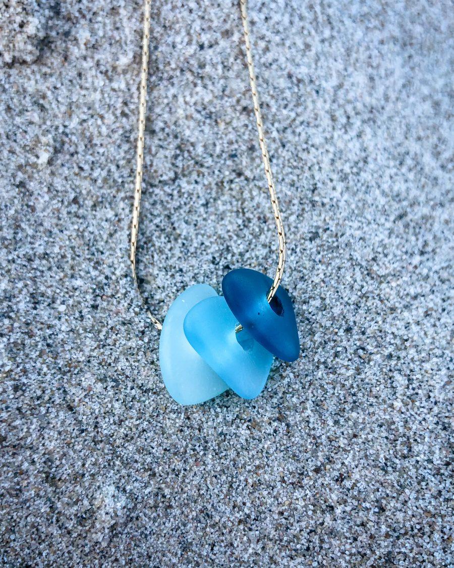 zeeglas-ketting-goud-driekleur-blauw-zand
